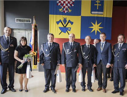 Hasiči si cvičně vyběhli Baťův mrakodrap, sídlo Zlínského kraje