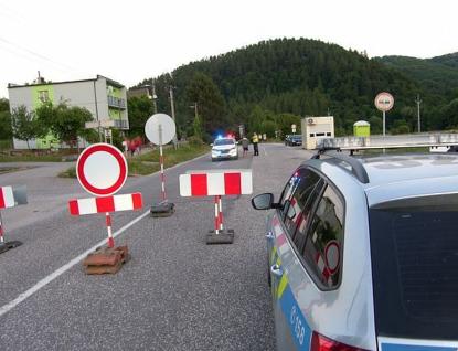 Ze Zlínského kraje na Slovensko přes Střelnou, Starý Hrozenkov a Bumbálku, ostatní hraniční přechody jsou uzavřeny