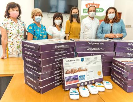 Novorozence ve zlínské porodnici budou chránit nové monitory dechu od Nadace Křižovatka