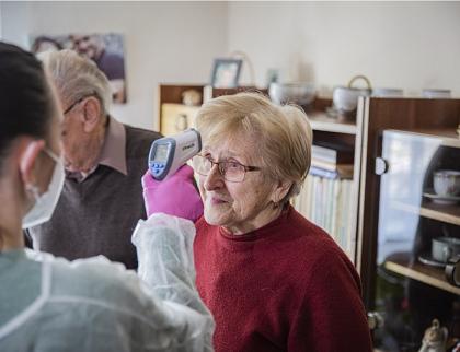 Ve Zlínském kraji začalo očkování seniorů ve věku 80 a více let