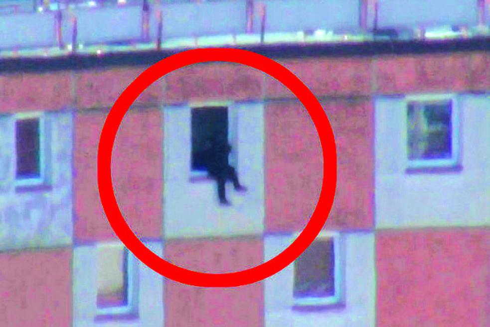 Chtěl skočit z 12. patra, skončil v péči psychiatrů