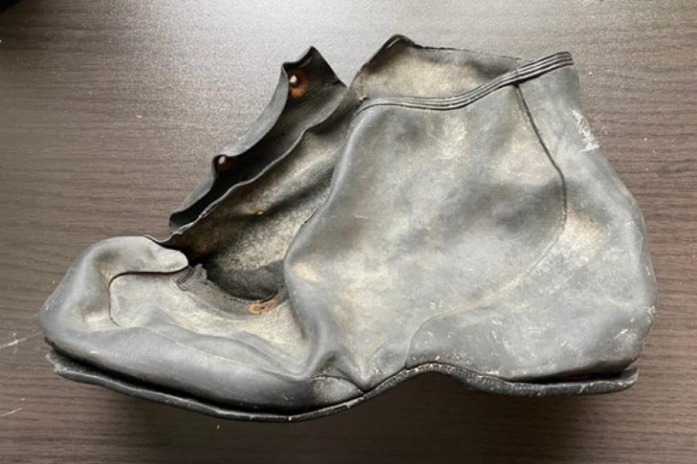 Pracovníci zlínského muzea zjišťovali původ staré galoše i podobu kola značky Baťa