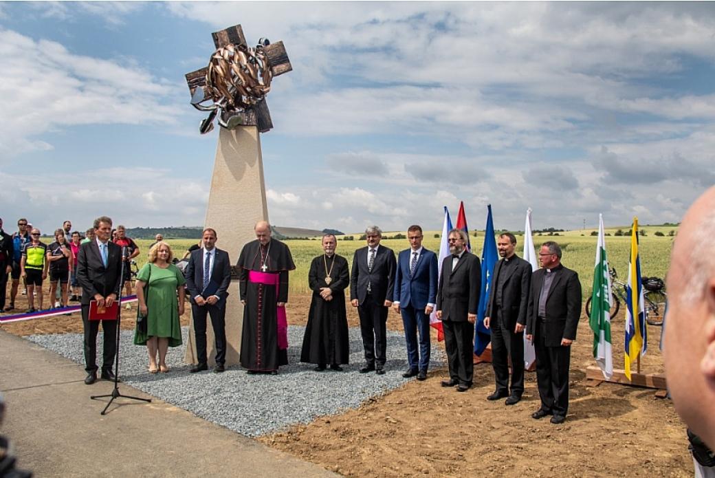 Mezi Zlechovem a Boršicemi byla slavnostně otevřena Cyklostezka svatého Metoděje