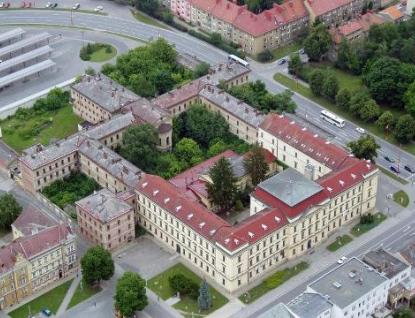 Peníze na nákladnou rekonstrukci bývalé věznice v Uherském Hradišti jsou prý na dohled