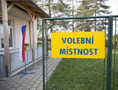 Ve Zlínském kraji pokračují volby do Senátu, voliči vkaranténě se musí znovu hlásit na krajský úřad