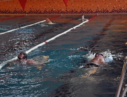 Plaveme přes Atlantik: Plavci pokořili rekord, uplavali 232 kilometrů