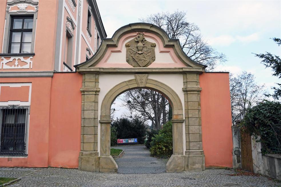 Barokní brána je jako nová