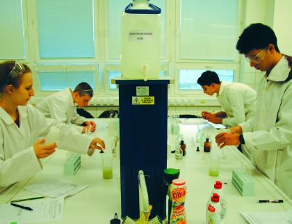V meziříčské škole hledali nejlepšího mladého chemika