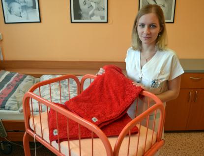 Porodnice Nemocnice Valašské Meziříčí dostala speciální deky pro poporodní bonding