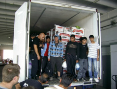 Z kamionu ve Zlíně vyskákali migranti