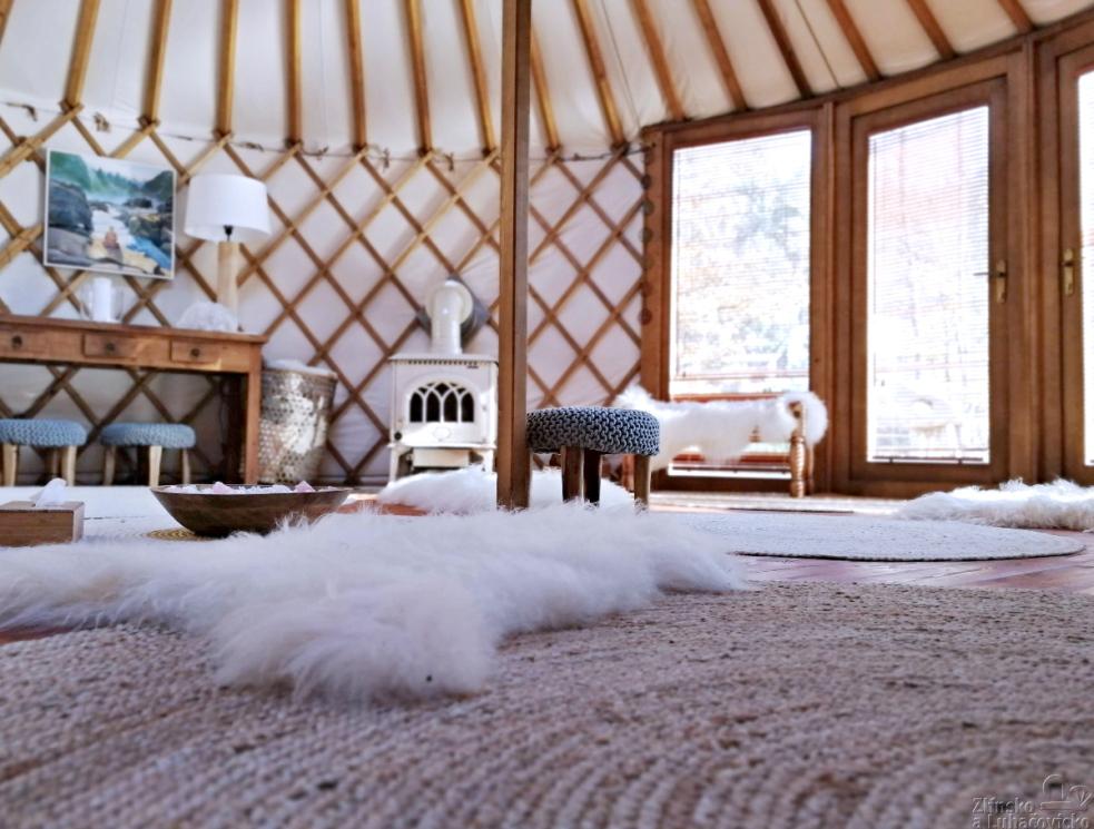 Tiše, naboso a v klidu: Jaké to je v jurtě?