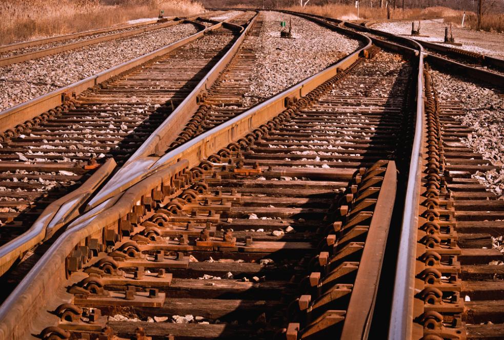 Smrt na kolejích. Osobní vlak ve Zlíně srazil muže