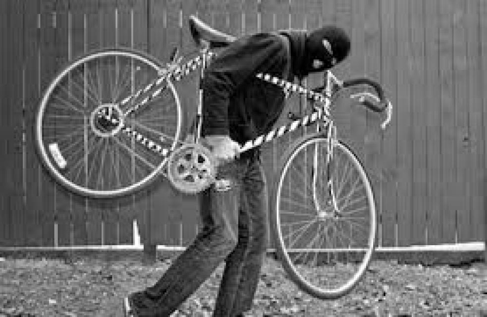 Ze sklepů bytových domů zmizela jízdní kola