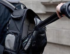 Cizinec okradl ženu na meziříčském nádraží