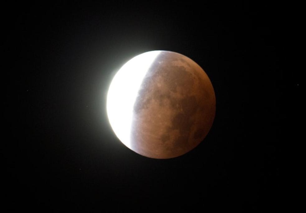 Blíží se úplné zatmění Měsíce. Hvězdárny zvou na pozorování