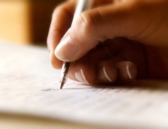 U zkoušek radili žadatelům. Zkušební komisaři zneužili pravomoci úřední osoby