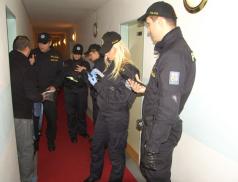 Policie prolustrovala cizince v kraji. Zkontrolováno bylo téměř šest set osob