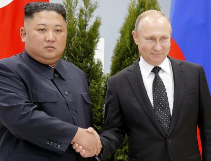 Putin vyznamenal Kima. Cení si památky sovětských vojáků v KLDR