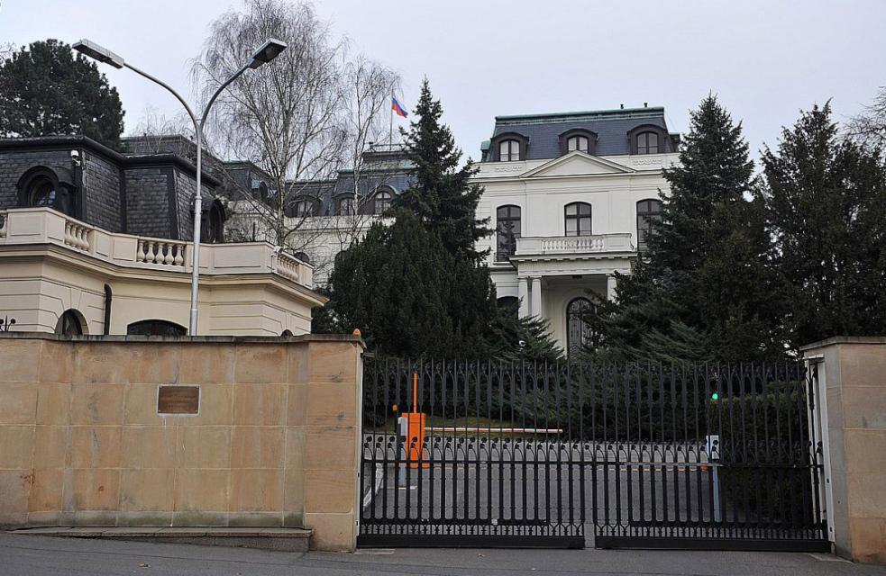 Za zločineckými útoky na české nemocnice zřejmě stojí Rusko. Rusové to odmítají