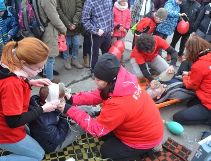 Zdravotníky Nemocnice Valašské Meziříčí navštívily na Valašské rally stovky účastníků