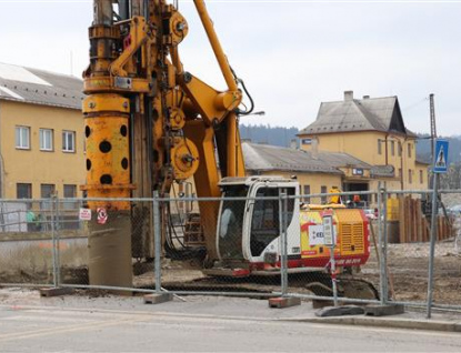 Práce na podzemním parkovišti v přednádraží pokračují