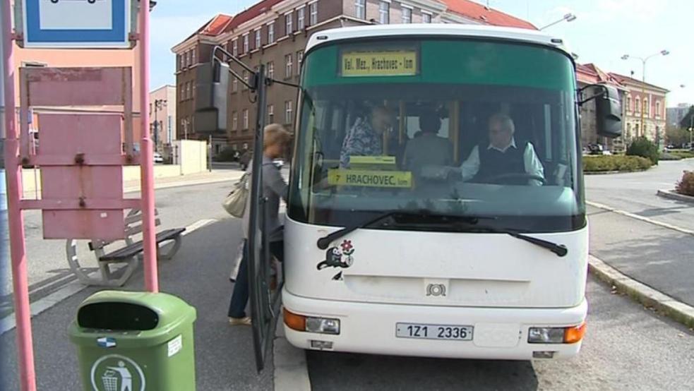 Ve Valašském Meziříčí budou všichni jezdit MHD zadarmo