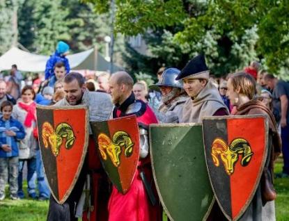 U Zlínského zámku zažijí lidé středověk na vlastní kůži
