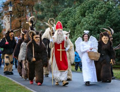 Program rozsvícení vánočního stromu ve zlínské zoo zpestří čerti z Bylnice