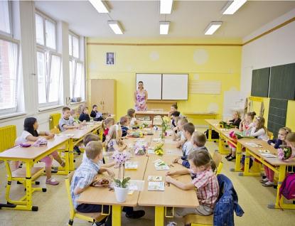Kraj vyhlašuje výzvu kzasílání návrhů na ocenění školských pracovníků