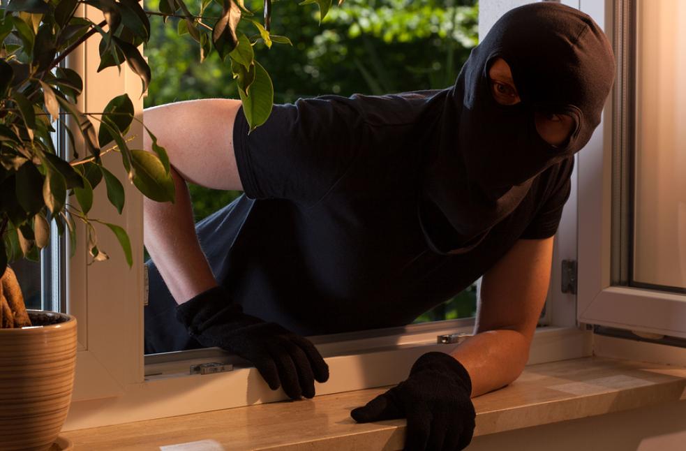 Zloděj vykradl přízemní byt ve Vsetíně